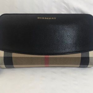 Burberry leather zippy wallet